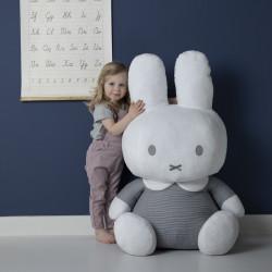 peluche-geante-Miffy-pour-enfant